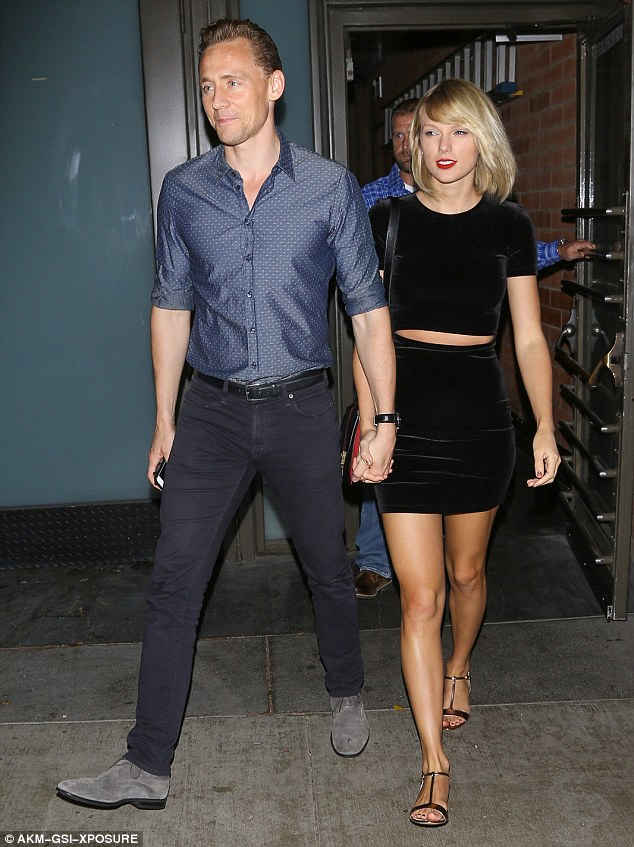 Vì hẹn hò với Taylor, Tom Hiddleston mất cơ hội thế chỗ Calvin Harris quảng cáo đồ lót cho Armani - Ảnh 1.