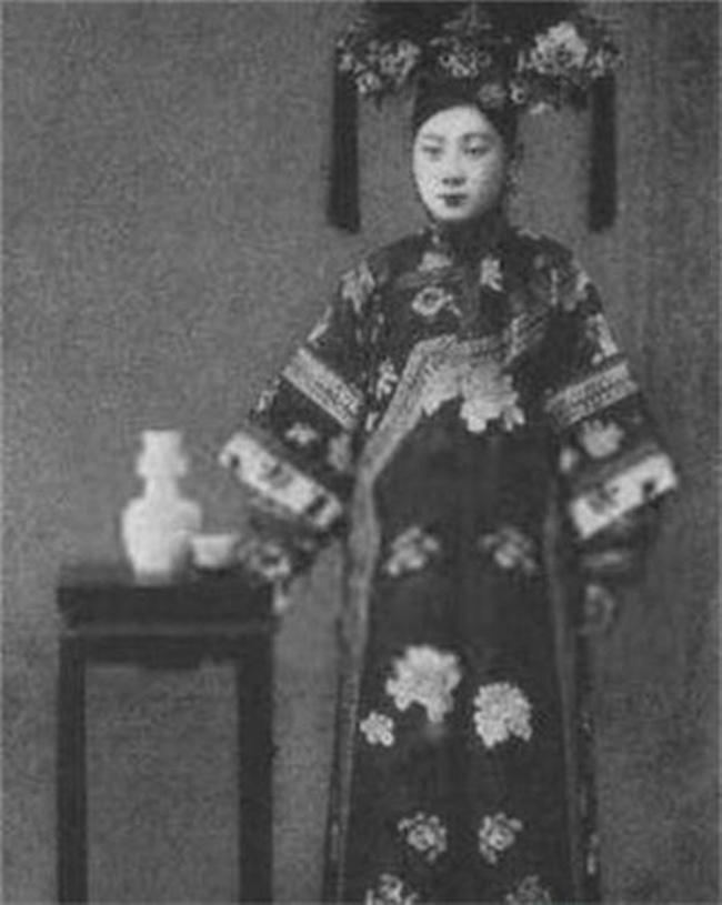 Trung Quốc: Nhan sắc xinh đẹp của 8 nàng Cách cách nổi tiếng cuối triều đại nhà Thanh - Ảnh 2.