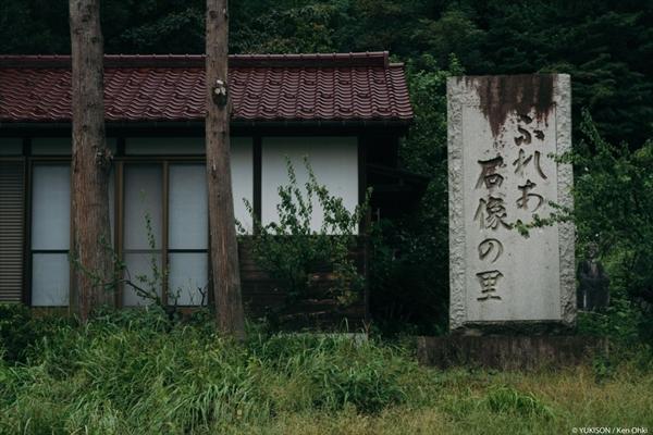 Nỗi ám ảnh từ những bức tượng biết đi tại công viên ma Nhật Bản - Ảnh 1.