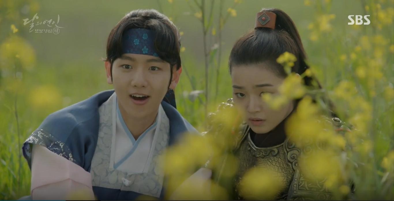Moon Lovers: IU trổ tài trang điểm che sẹo giúp Tứ hoàng tử Lee Jun Ki - Ảnh 16.