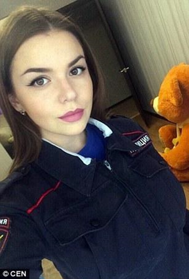 Chùm ảnh: Những nữ cảnh sát xinh đẹp nhất nước Nga - Ảnh 1.