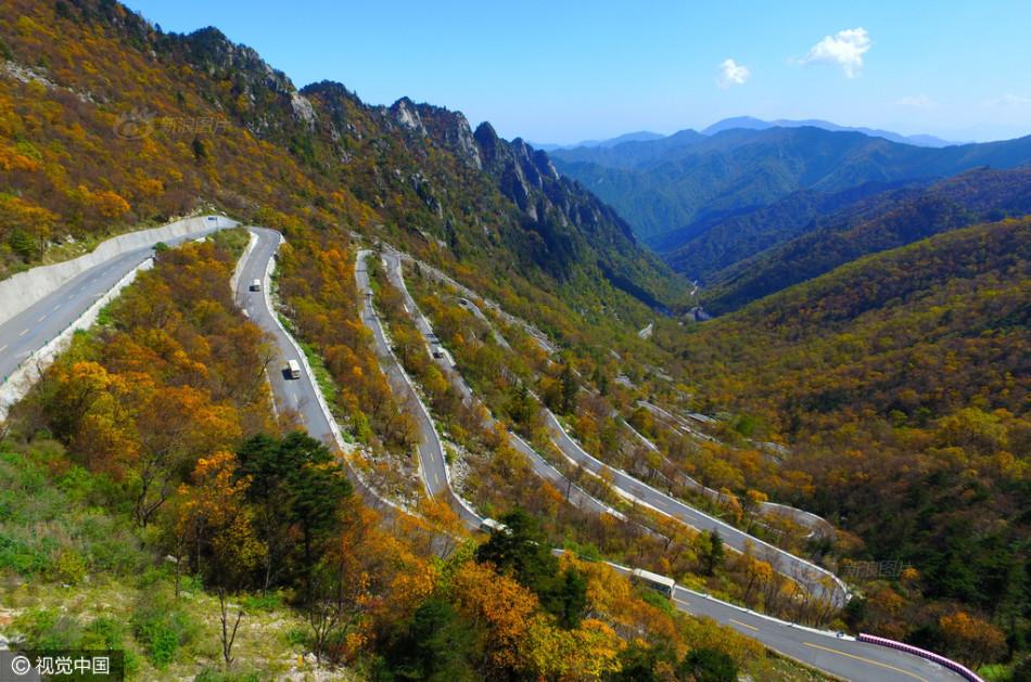 Con đường lắt léo nhất Trung Quốc: Thách bạn đi hết 72 khúc ngoặt này mà không chóng mặt - Ảnh 1.