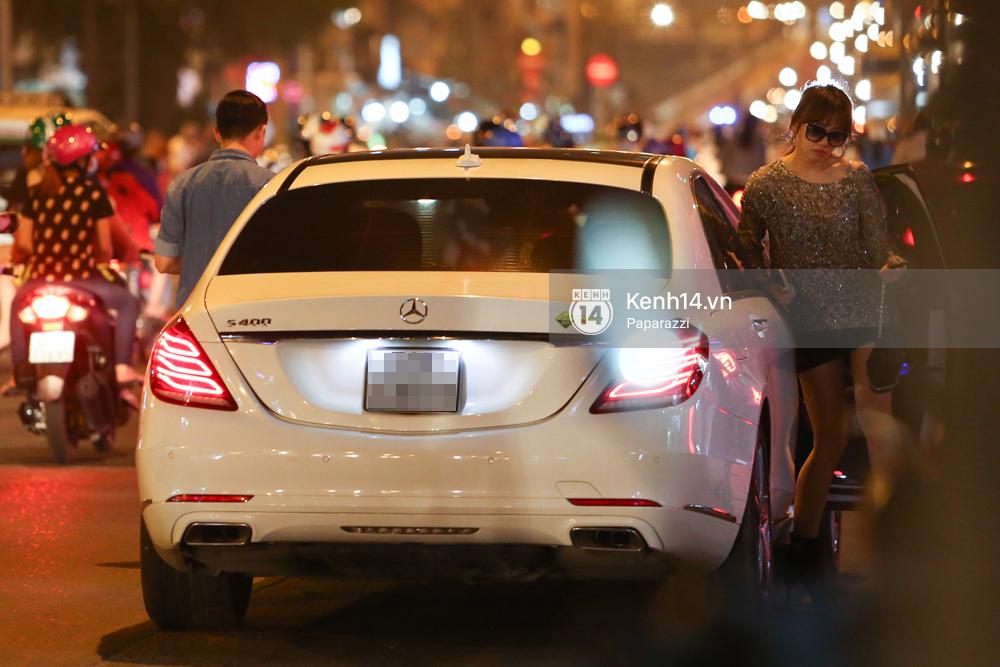Trấn Thành lái xe chở Hari Won chạy ngược chiều, vi phạm luật giao thông - Ảnh 2.