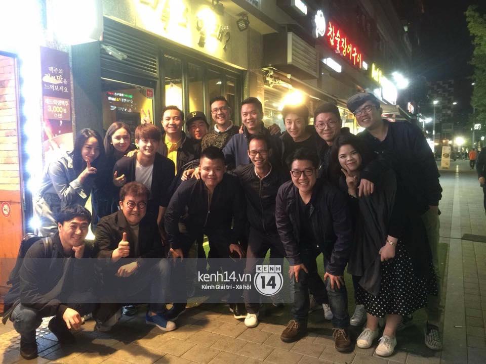 Đạo diễn Khải Anh hội ngộ Kang Tae Oh và dàn diễn viên Tuổi thanh xuân tại Hàn Quốc - Ảnh 1.