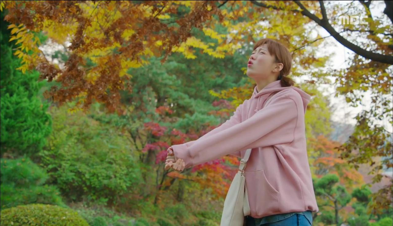"""""""Tiên Nữ Cử Tạ"""": Ngỡ được Lee Sung Kyung hôn, Nam Joo Hyuk đưa mặt hưởng thụ và nhận cái kết bất ngờ - Ảnh 12."""