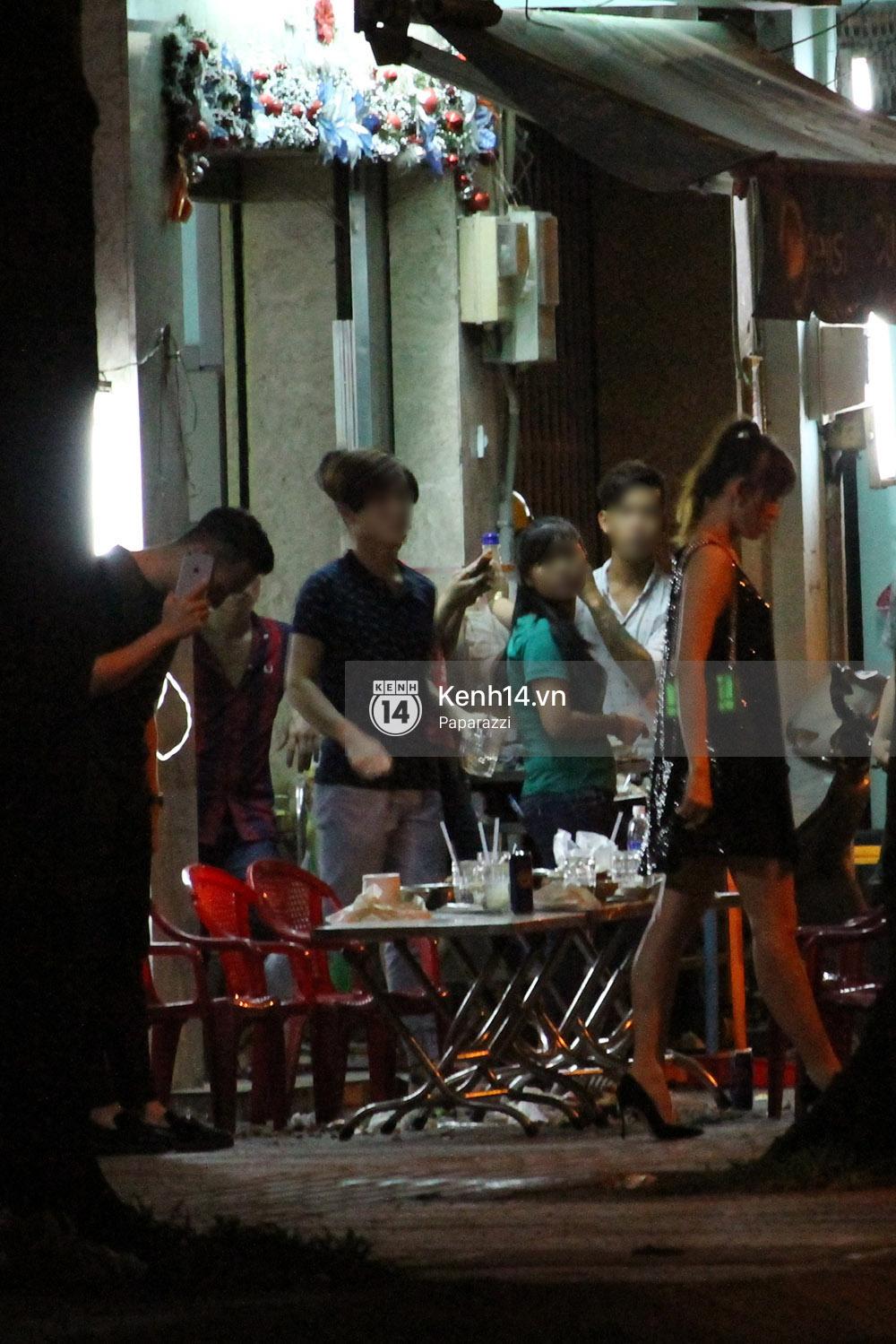 Sau sự kiện, Trấn Thành - Hari Won đi ăn đêm ở quán lề đường cùng bạn đến nửa đêm - Ảnh 11.