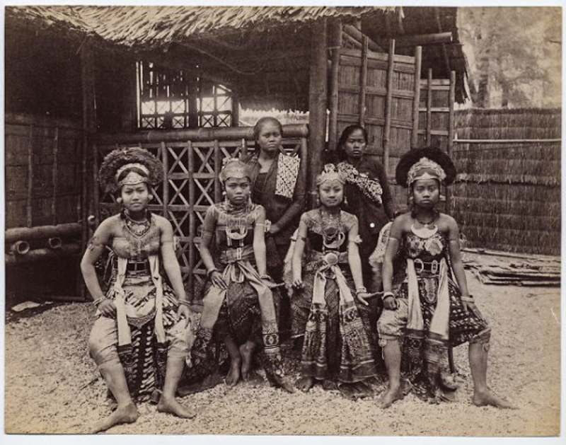 Bức ảnh bé gái châu Phi đứng trong chuồng: Câu chuyện đau lòng về những vườn thú người tại châu Âu - Ảnh 2.