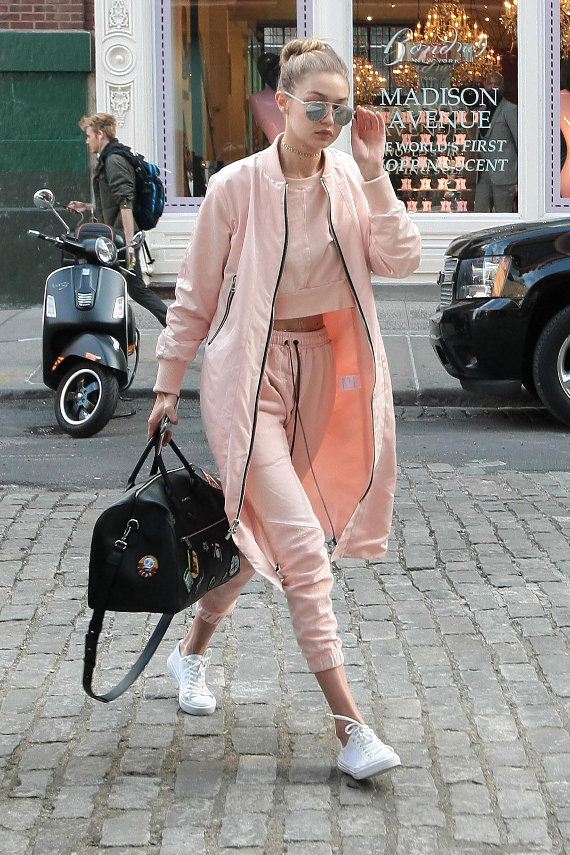 Chẳng phải Stan Smith hay Superstar, đây mới là mẫu sneaker trắng được Kendall, Gigi, Miranda mê nhất - Ảnh 12.