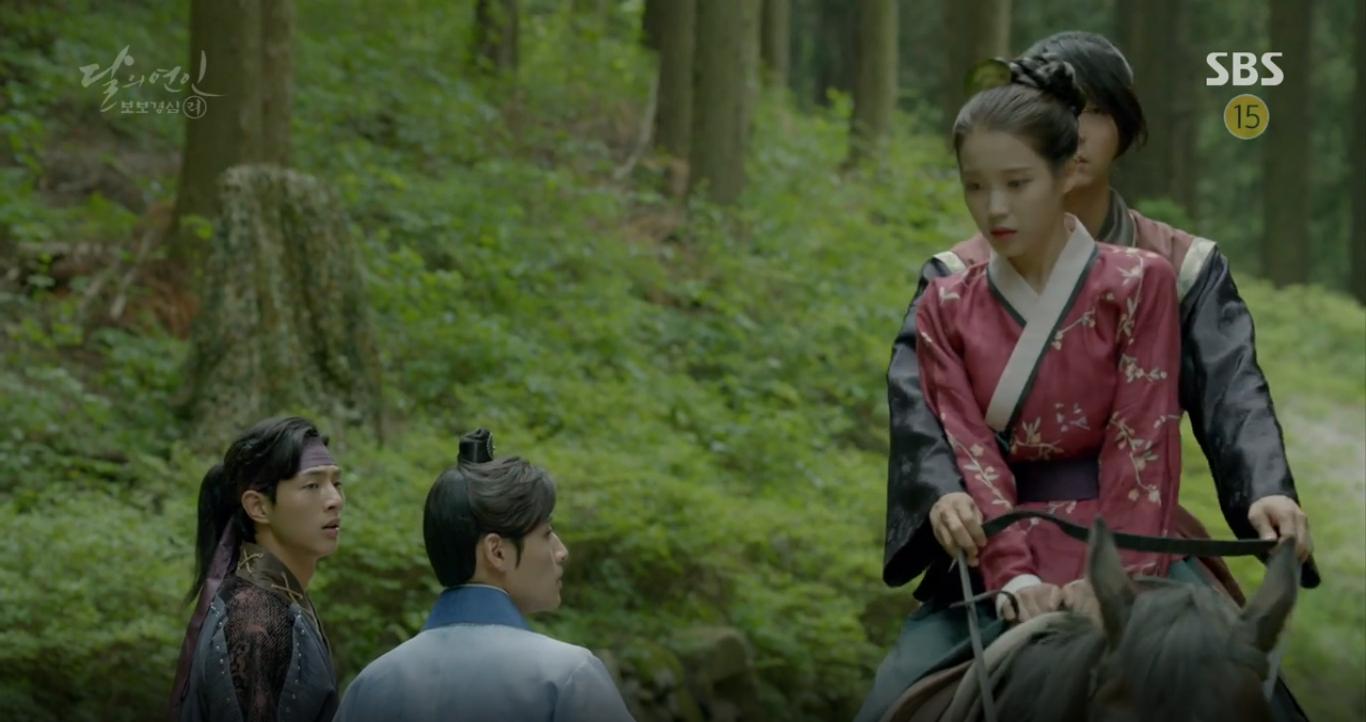 Moon Lovers: Anh Tư Lee Jun Ki xấu số, uống phải trà hạ độc từ chính mẹ mình - Ảnh 10.