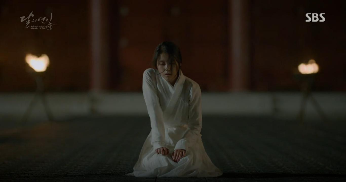 """Moon Lovers: """"Anh Tư"""" Lee Jun Ki tái hiện lại cảnh che mưa kinh điển trong Bộ Bộ Kinh Tâm! - Ảnh 22."""