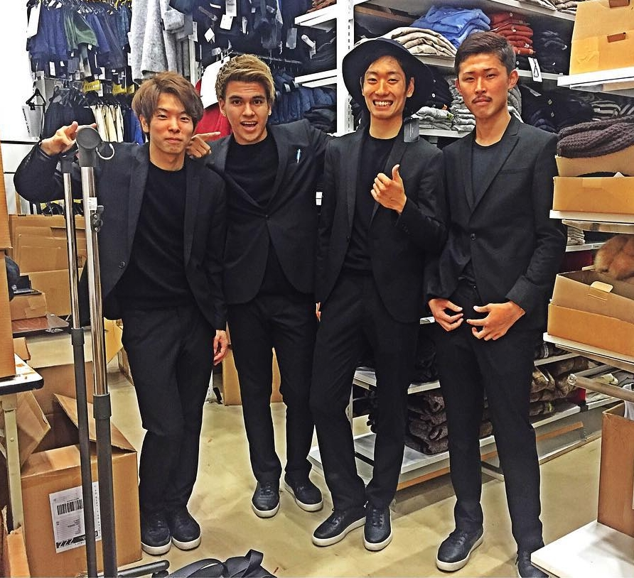 Đồng phục nhân viên Zara Việt Nam mới mẻ hơn hẳn so với mẫu đồng phục đen trên toàn thế giới - Ảnh 5.