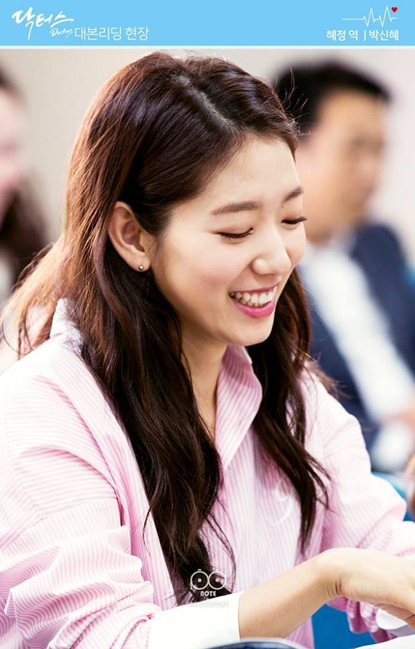 """Fan háo hức với teaser """"Doctors"""" siêu đẹp, siêu ngọt của Park Shin Hye - Ảnh 14."""