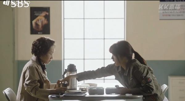 """""""Doctors"""": Ji Soo siêu ngầu, cướp Park Shin Hye từ tay Kim Rae Won - Ảnh 15."""