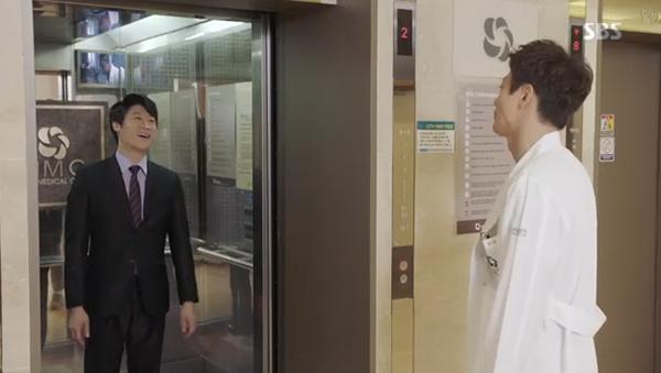 Fan Doctors náo loạn khi Kim Rae Won và Park Shin Hye có nụ hôn đúng tuổi - Ảnh 27.
