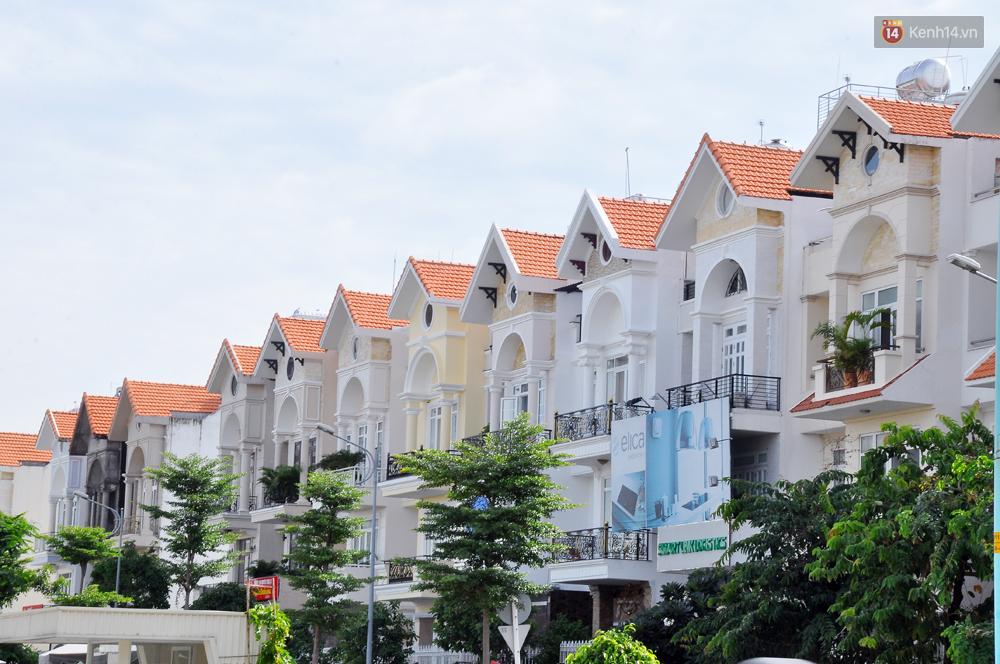 Những khu phố đồng phục thú vị ở Sài Gòn với dãy nhà giống hệt nhau - Ảnh 11.