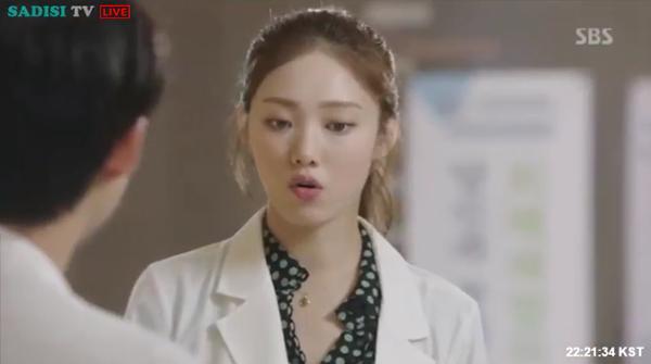 """""""Doctors"""": Lee Sung Kyung quỳ gối cầu xin Park Shin Hye - Ảnh 20."""