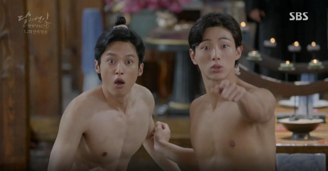 Moon Lovers: Lần đầu gặp gỡ, hoàng tử Lee Jun Ki làm anh hùng cứu mỹ nhân IU - Ảnh 10.