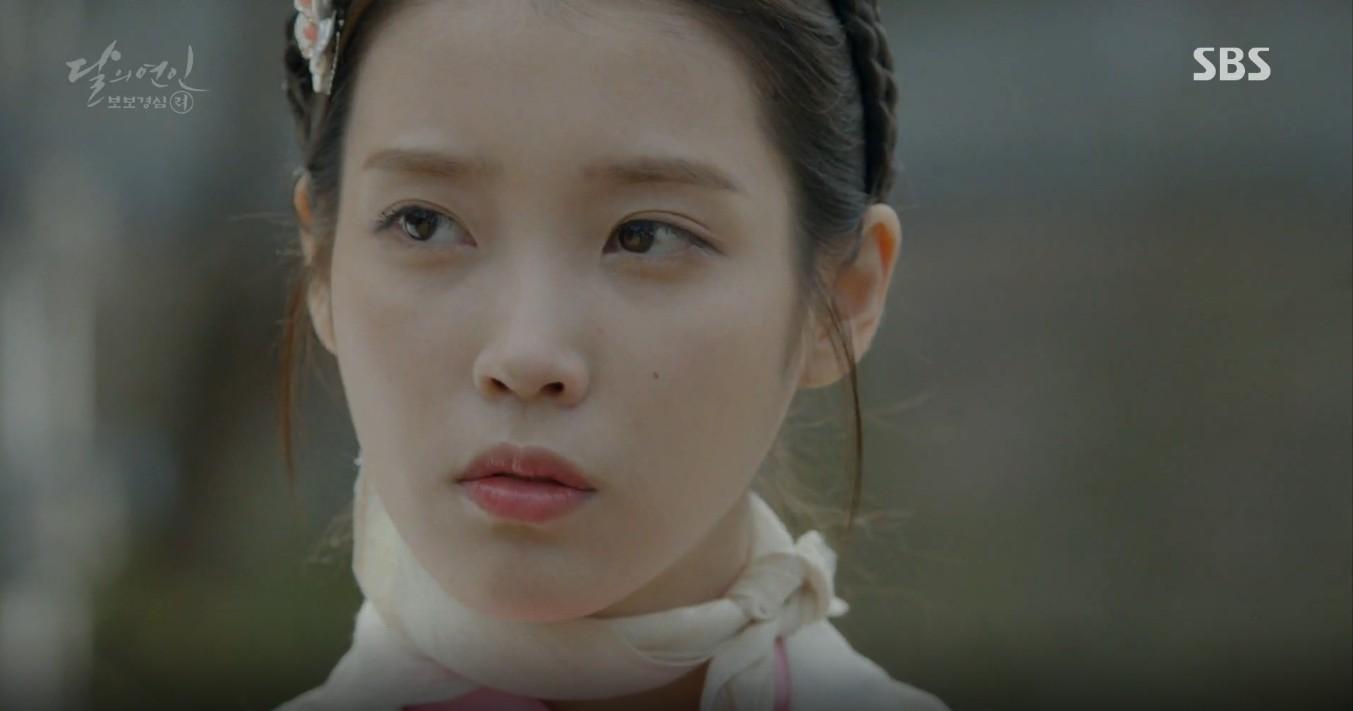 Moon Lovers: Đánh nhau chán chê, hoàng tử Baekhyun lại đột nhiên phải lòng IU - Ảnh 3.