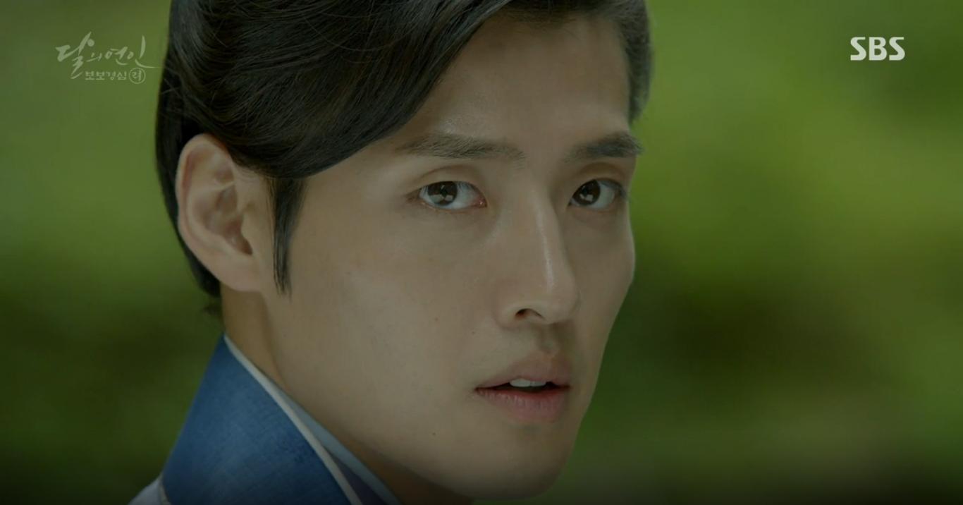 Moon Lovers: Anh Tư Lee Jun Ki xấu số, uống phải trà hạ độc từ chính mẹ mình - Ảnh 11.