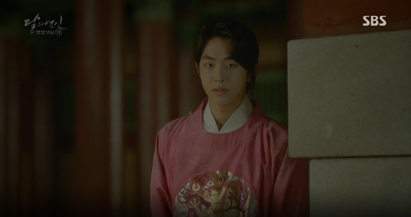 """Moon Lovers: """"Anh Tư"""" Lee Jun Ki tái hiện lại cảnh che mưa kinh điển trong Bộ Bộ Kinh Tâm! - Ảnh 23."""