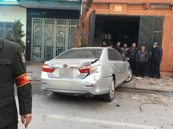 Hà Nội: Tài xế lái xe Camry gây tai nạn kinh hoàng, 3 người tử vong - Ảnh 1.