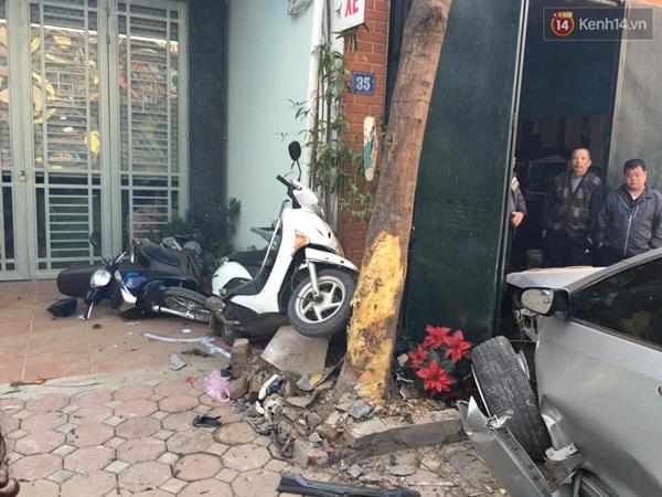 Hà Nội: Tài xế lái xe Camry gây tai nạn kinh hoàng, 3 người tử vong - Ảnh 4.