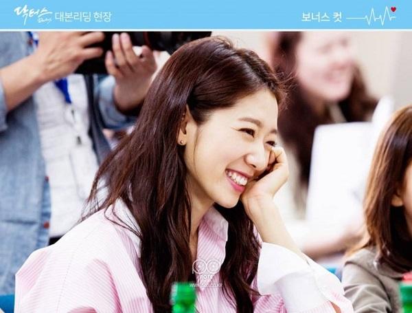 """Fan háo hức với teaser """"Doctors"""" siêu đẹp, siêu ngọt của Park Shin Hye - Ảnh 15."""