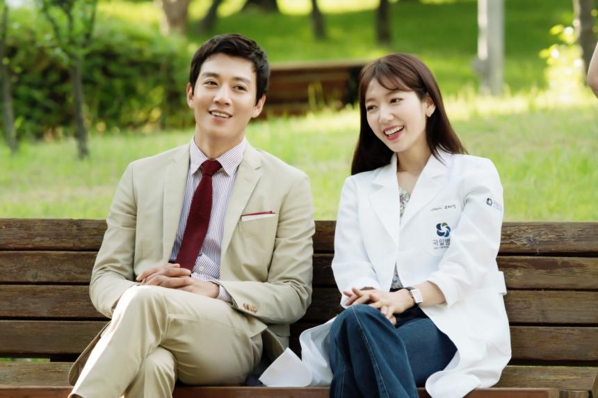 """Park Shin Hye """"hổ báo"""" bẻ tay, tung cước trong teaser mới của """"Doctors"""" - Ảnh 15."""