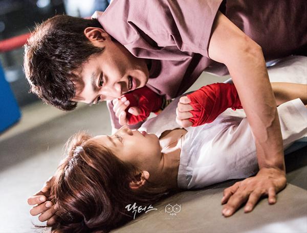 """Xem hậu trường """"Doctors"""", cứ ngỡ Kim Rae Won – Park Shin Hye yêu nhau thật rồi! - Ảnh 2."""