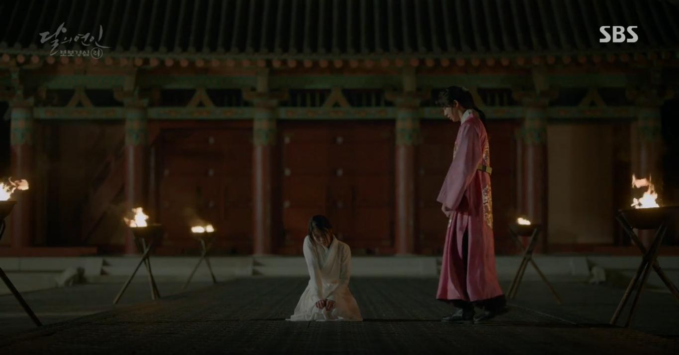 """Moon Lovers: """"Anh Tư"""" Lee Jun Ki tái hiện lại cảnh che mưa kinh điển trong Bộ Bộ Kinh Tâm! - Ảnh 24."""