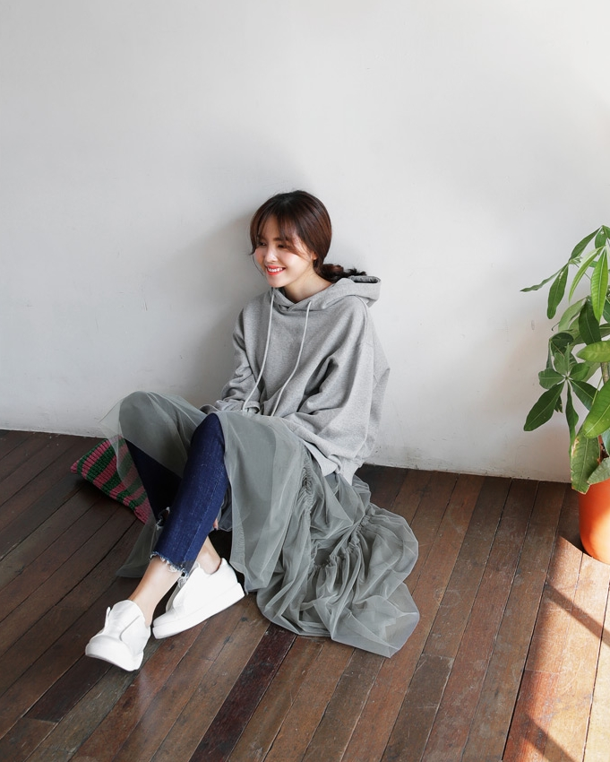 Mặc kệ các loại áo trendy khác, cứ thu sang là áo hoodie vẫn cứ hot như thường - Ảnh 12.