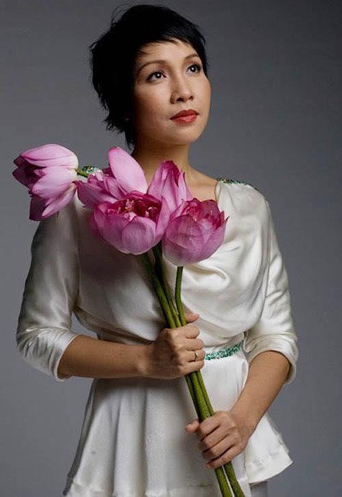 Hồng Nhung bất bình lên tiếng vụ Mỹ Linh bị ném đá khi hát Quốc ca tiếp đón Obama - Ảnh 2.