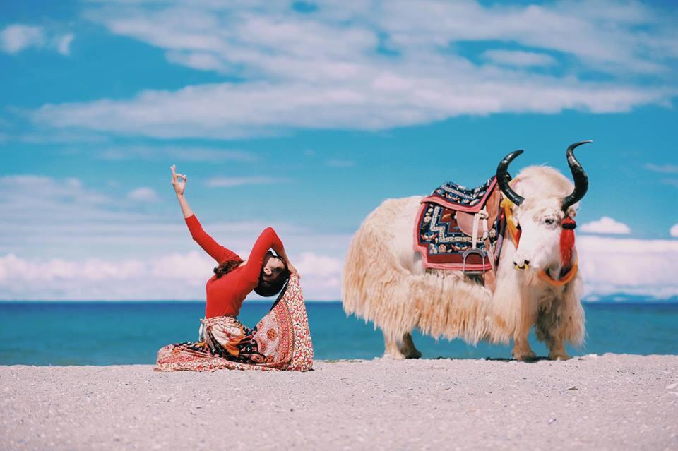Tập Yoga tại tất cả mọi nơi mình đi qua - cô gái người Việt này đang truyền cảm hứng cho rất nhiều người! - Ảnh 1.