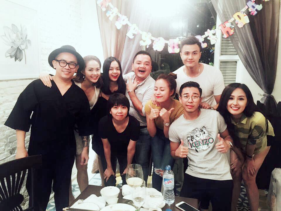 Vĩnh Thụy luôn sát bên Hoàng Thùy Linh trong tiệc sinh nhật - Ảnh 4.