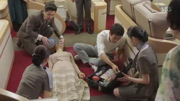 Sau Song Joong Ki, lại thêm Kim Rae Won cưa cẩm bằng trực thăng - Ảnh 17.