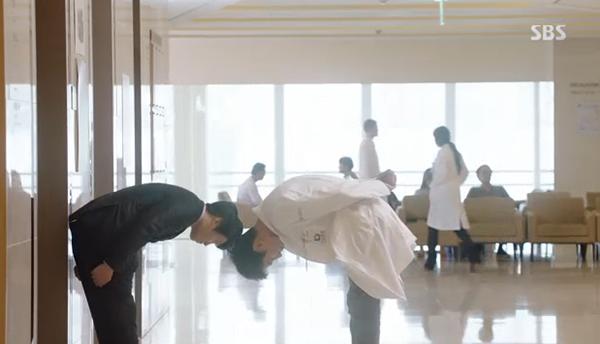 Fan Doctors náo loạn khi Kim Rae Won và Park Shin Hye có nụ hôn đúng tuổi - Ảnh 29.