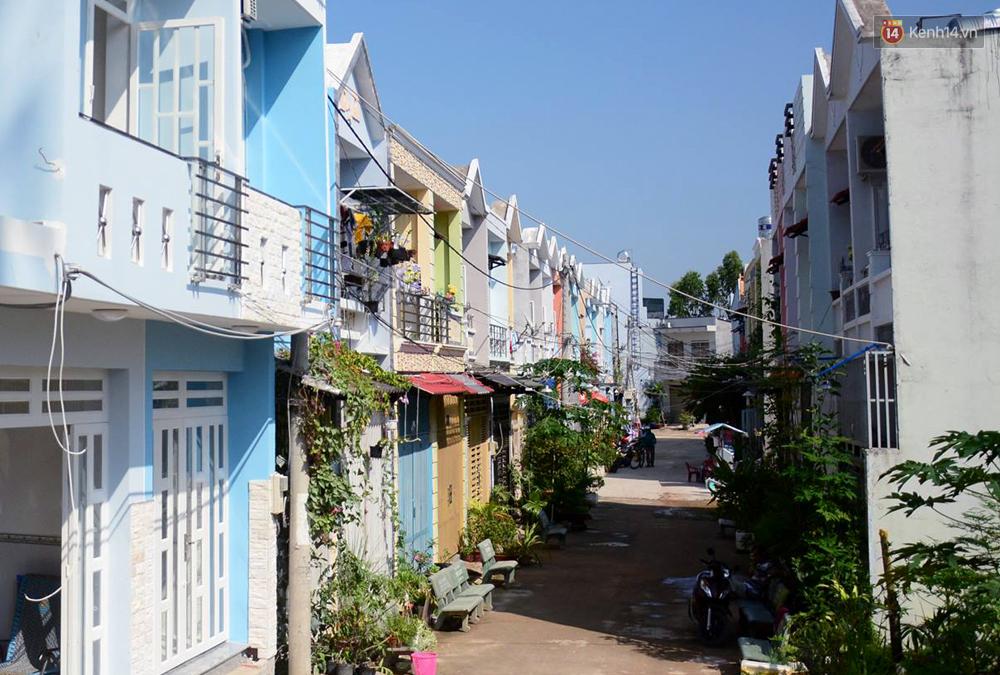 Những khu phố đồng phục thú vị ở Sài Gòn với dãy nhà giống hệt nhau - Ảnh 12.