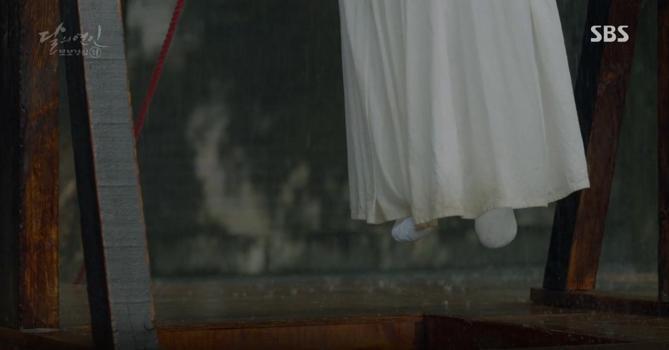 """Moon Lovers: """"Anh Tư"""" Lee Jun Ki tái hiện lại cảnh che mưa kinh điển trong Bộ Bộ Kinh Tâm! - Ảnh 34."""