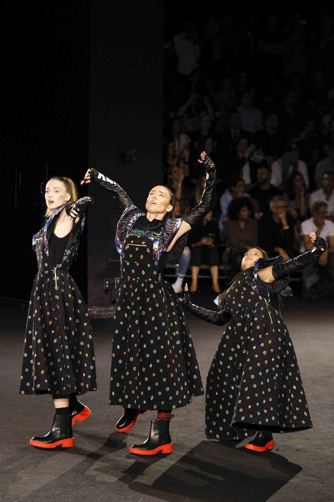 Show H&M x Kenzo tại New York: Suboi diện thiết kế mới nhất, ngồi hàng ghế đầu cùng loạt sao đình đám - Ảnh 22.