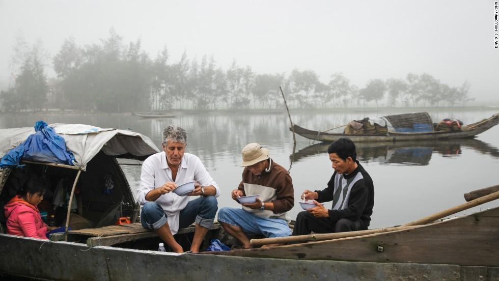Từ bánh mì Hội An đến bún chả Hà Nội, người đàn ông ngồi cùng bàn Obama đã phải lòng Việt Nam theo cách đó... - Ảnh 4.