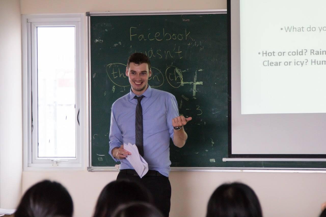 5 thầy giáo Tây siêu điển trai sẽ khiến bạn ngày nào cũng chỉ muốn tới trường - Ảnh 16.