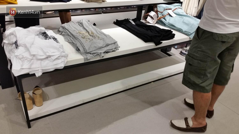 Gần đến giờ đóng cửa, store Zara Việt Nam vẫn đông nghịt, từng hàng dài chờ thanh toán hóa đơn cả chục triệu - Ảnh 19.