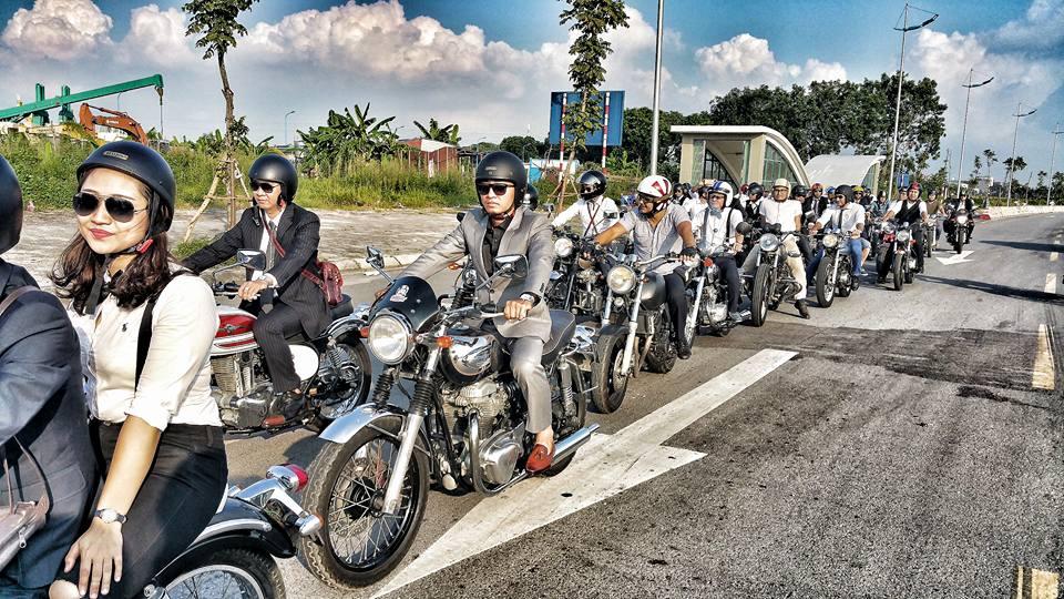 Hôm nay, dân tình siêu choáng với 500 anh em mặc suit, cưỡi motor cực bảnh đi khắp Hà Nội - Ảnh 2.
