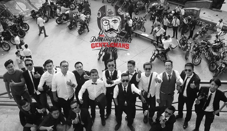 Hôm nay, dân tình siêu choáng với 500 anh em mặc suit, cưỡi motor cực bảnh đi khắp Hà Nội - Ảnh 15.