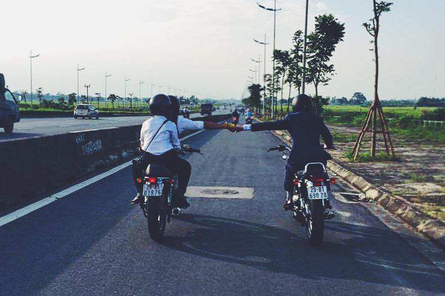 Hôm nay, dân tình siêu choáng với 500 anh em mặc suit, cưỡi motor cực bảnh đi khắp Hà Nội - Ảnh 12.