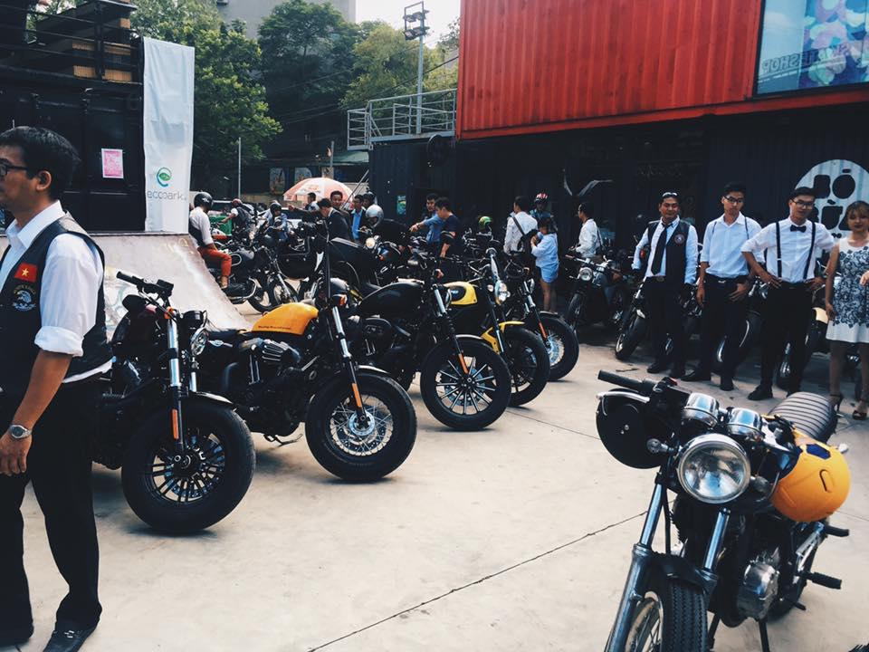 Hôm nay, dân tình siêu choáng với 500 anh em mặc suit, cưỡi motor cực bảnh đi khắp Hà Nội - Ảnh 4.