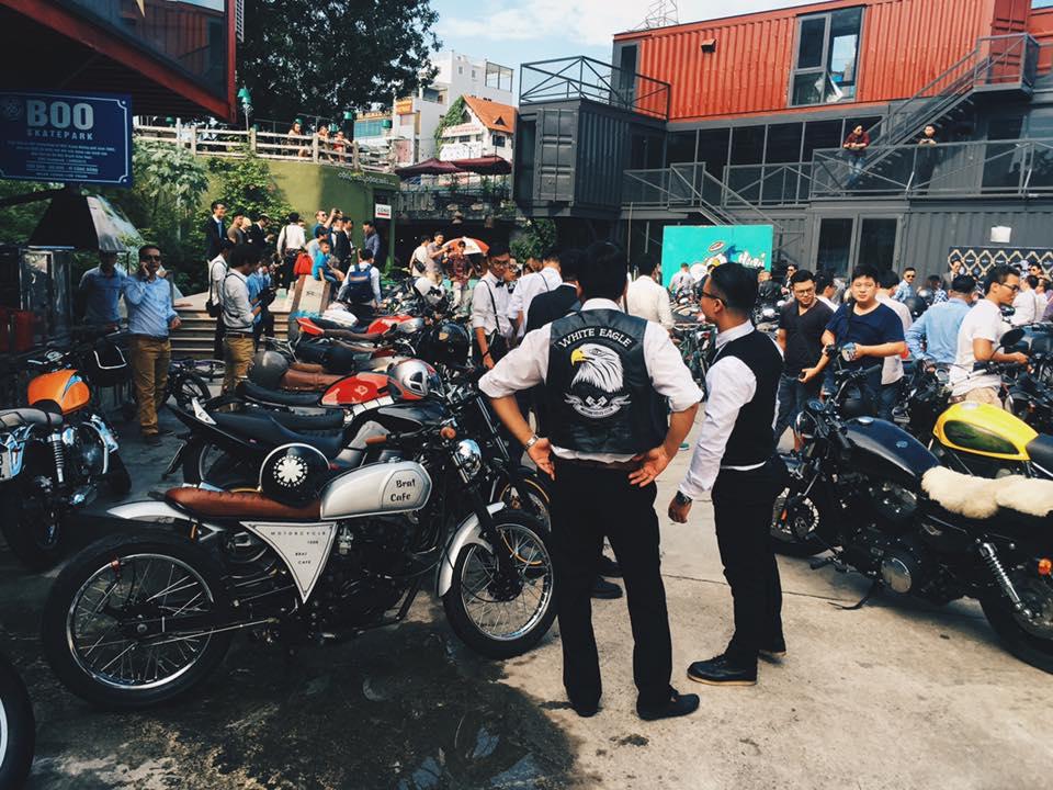 Hôm nay, dân tình siêu choáng với 500 anh em mặc suit, cưỡi motor cực bảnh đi khắp Hà Nội - Ảnh 8.