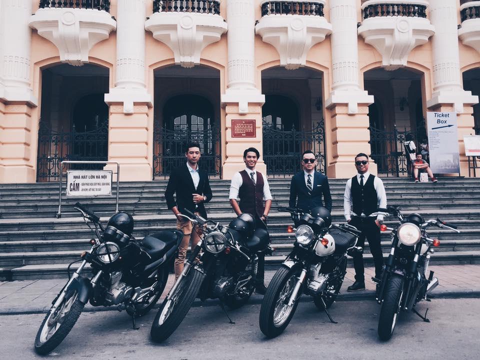 Hôm nay, dân tình siêu choáng với 500 anh em mặc suit, cưỡi motor cực bảnh đi khắp Hà Nội - Ảnh 1.