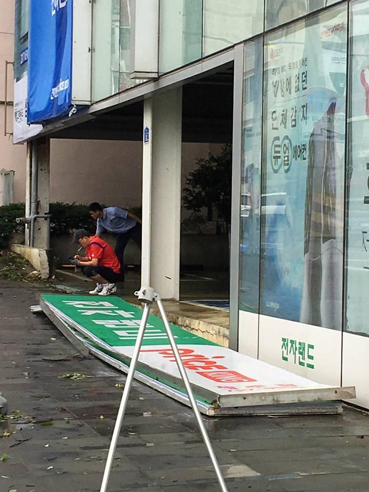 Cảnh tượng ngập lụt, đổ nát kinh hoàng sau bão tại siêu đô thị Busan của Hàn Quốc - Ảnh 25.