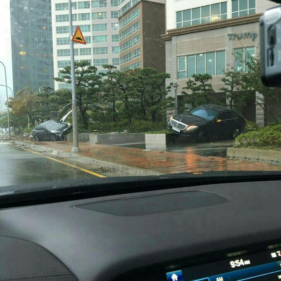 Cảnh tượng ngập lụt, đổ nát kinh hoàng sau bão tại siêu đô thị Busan của Hàn Quốc - Ảnh 11.